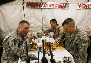 american soldiers eating at christmas