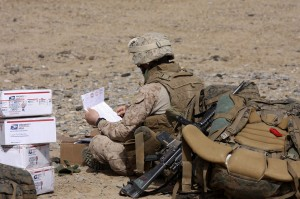 us soldier reads mail